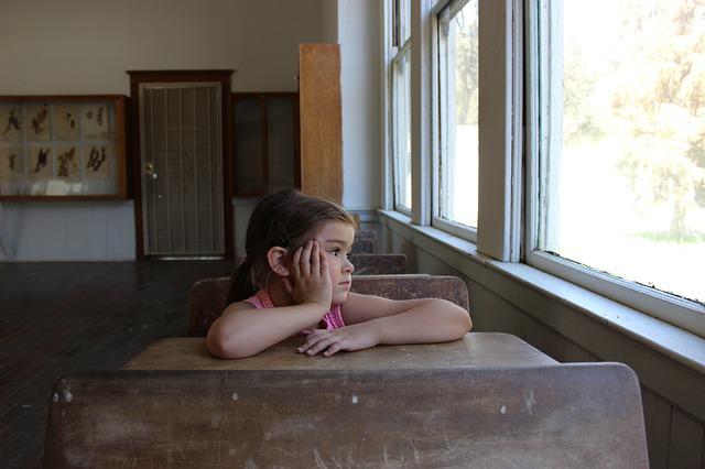 holčička ve třídě