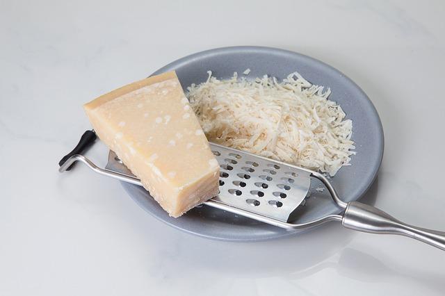 strouhaný parmesan
