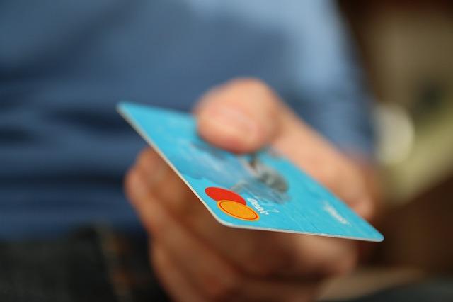 kreditní karta, ruka