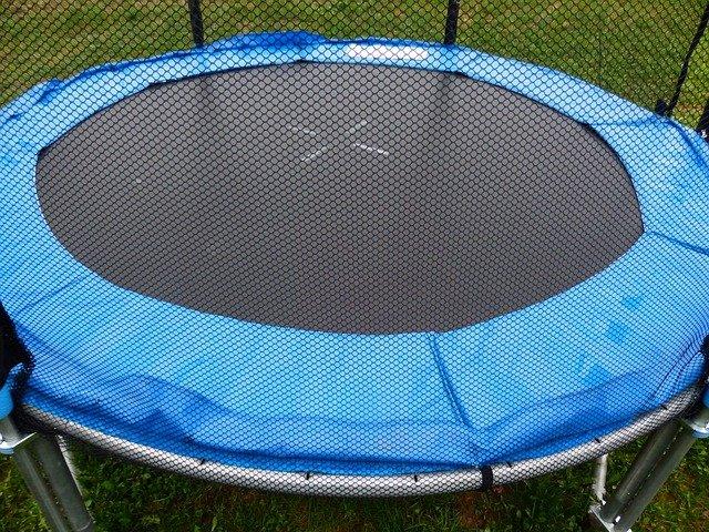 modrá trampolína