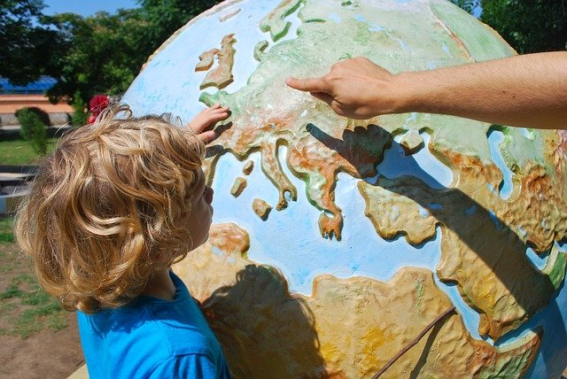 ukazování na globusu