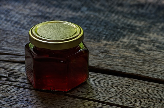 sklenička medu.jpg