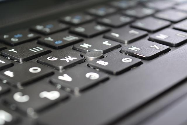 černá klávesnice