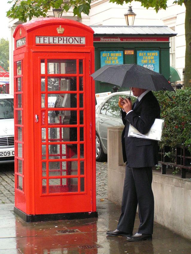telefonní červená budka